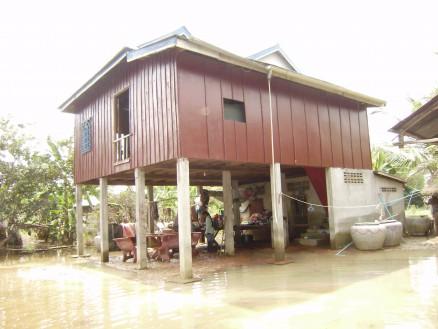 チアダリンの家。伝統的な高床式の家です。