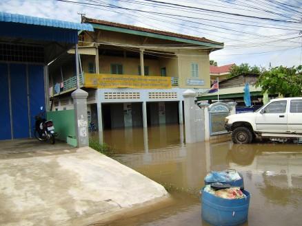 周辺の家屋も浸水しています。