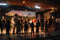 人懐っこい子ども達が迎えてくれる孤児院