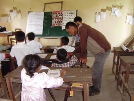 先生もMREスタッフと一緒に適宜児童をサポートしてくれます。