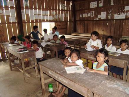 1,2年生合同クラス。このクラスの先生も生徒と一緒に参加しています。