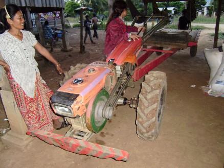 3000ドルで購入した農耕機械(日本製)。大豆やトウモロコシが毎年順調に収穫できれば,4年で購入できるとのことです。
