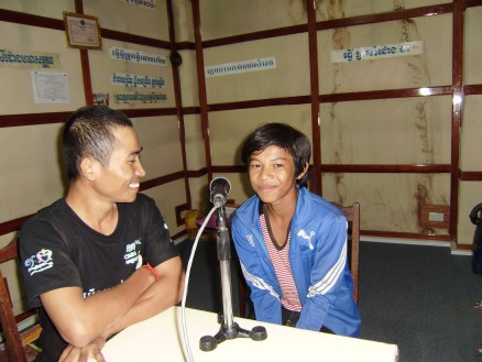 ラットさんの息子チャンティエン君(16歳,中学1年生)。ダラの質問に笑顔で答えています。