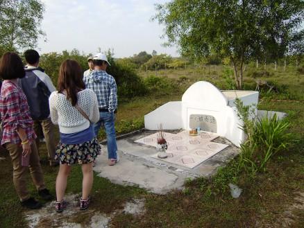村人が立てた一之瀬泰三の墓。