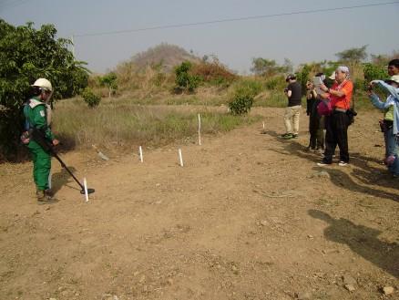 MAGによる地雷撤去作業のデモンストレーション