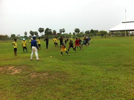 準備運動の様子。ナショナルチームが普段の練習で行っている準備運動と同じことをしています。