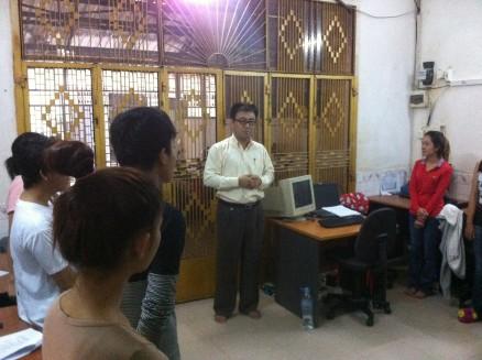 朝6時,業務開始前に廣田社長から社員さんたちへウク,ヴィチャット両名の紹介とパソコン訓練の説明がありました。