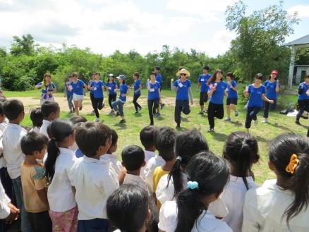 画像⑧ ボップイ小学校にて西南学院大生によるダンス披露