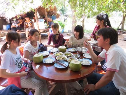 画像⑥ カンボジアのごく一般的な家庭料理。おいしくいただきました。
