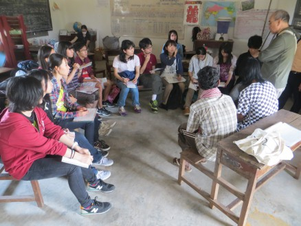 画像③ 地雷被害に遭われた方にも学校に来ていただき,インタビューをしました。
